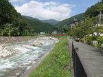 昼神温泉の旅館と阿智川.jpg